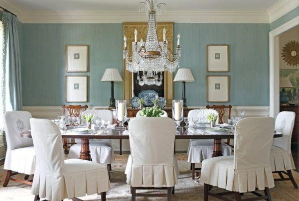 Esszimmer einrichten blau Wand weiße Stühle
