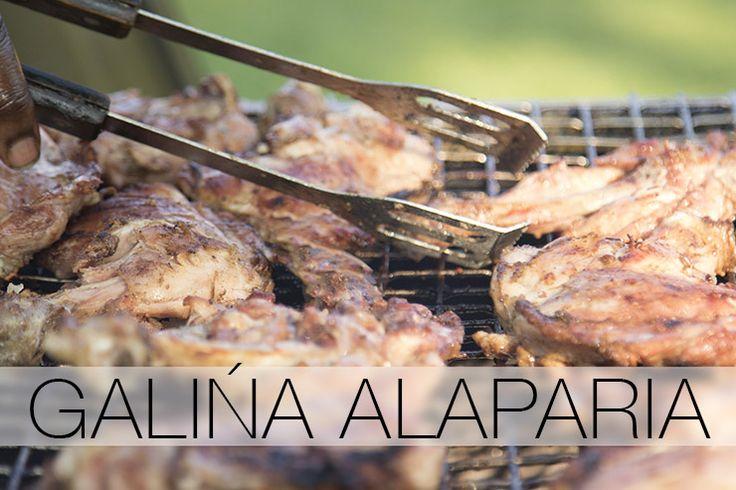 Galiña alaparia – wie kent het niet? Heerlijk malse stukken kip, perfect gebakken... mét streepjes! Maak dit heerlijke Antilliaanse gerecht nu zelf!