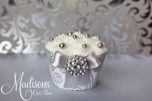 bling cupcake: Beautiful Cupcakes, Silver Cupcakes, Cupcakes Ideas, Gourmet Cupcakes, Wedding Cupcakes, Bling Cupcakes, Cupcakes Delight, Cupcakes Creations, Cupcakes Bling
