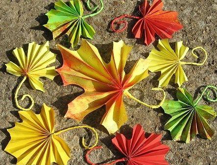 levélhajtogatás | Kreatív MániaPapercraft, Autumn Leaves, Origami Leaves, Autumn Fal, Őszi Levelek, Kreatív, Ősz Autumn, Paper Leaves, Paper Crafts