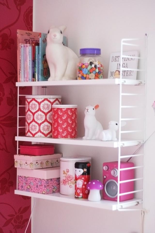 les 27 meilleures images propos de cute etageres sur pinterest rayonnages en nid d 39 abeilles. Black Bedroom Furniture Sets. Home Design Ideas