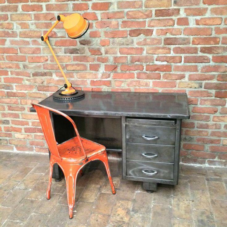Ancien bureau industriel en m tal magnifique patine graphite il se compose d - Mobilier design industriel vintage ...