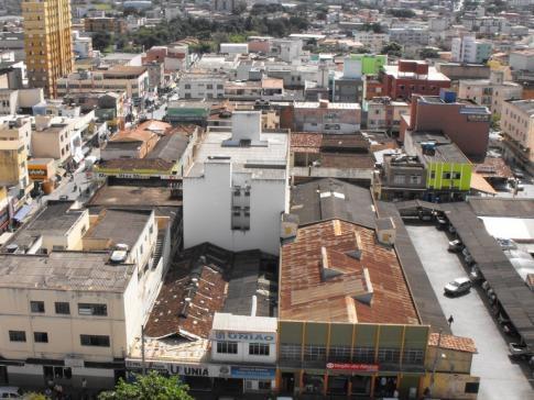 Tremor de terra de 2,3 graus atinge Montes Claros, em Minas Gerais | No fim do ano passado, a prefeitura de Montes Claros informou que 174 tremores de terra de magnitudes fraca a moderada foram contabilizados na cidade no período de julho a dezembro de 2012. http://mmanchete.blogspot.com.br/2013/04/tremor-de-terra-de-23-graus-atinge.html#.UXAt6rVQGSo