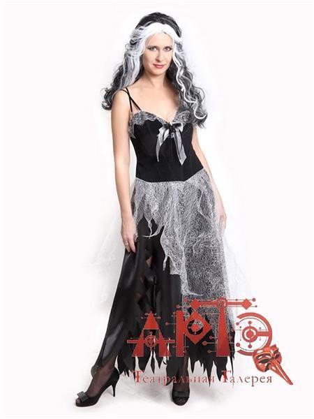 Белые паутины на черном платье