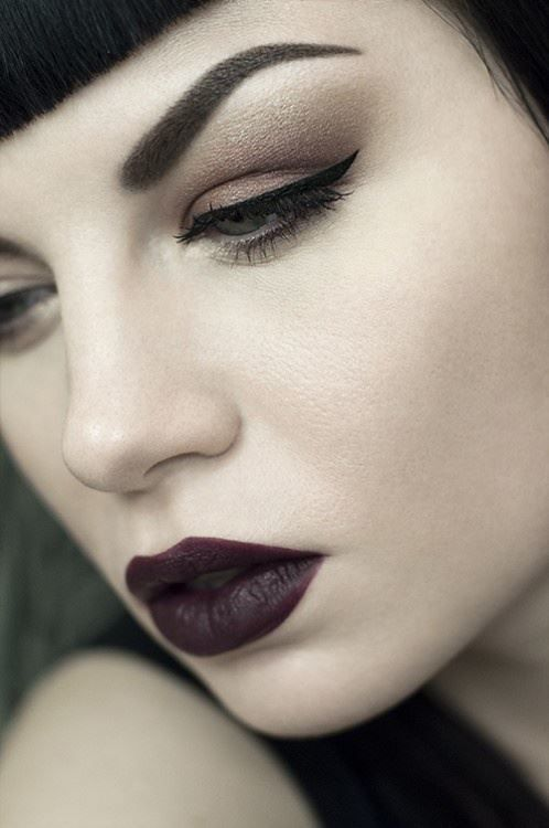 modern gothic- maybe I can use this as inspiration for 20s makeup
