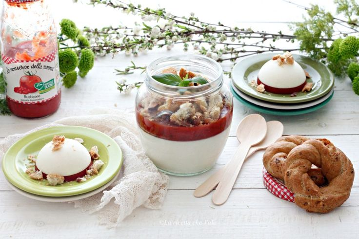Panna cotta al parmigiano con gelatina di pomodoro