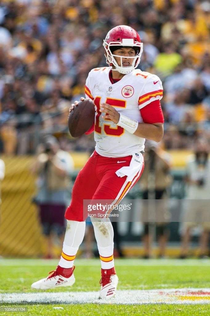 Kansas City Chiefs Quarterback Patrick Mahomes Looks To Pass During Kansas City Chiefs Chiefs Wallpaper Kc Chiefs
