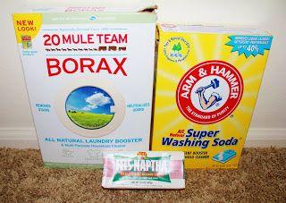 WASMIDDEL: Borax wasmiddel natuurlijke zeep (ik gebruikte fels-nafta, maar ivoor en Zote werk ook) essentie olie indien gewenst (ik heb geen gebruik) vijf 1 liter containers
