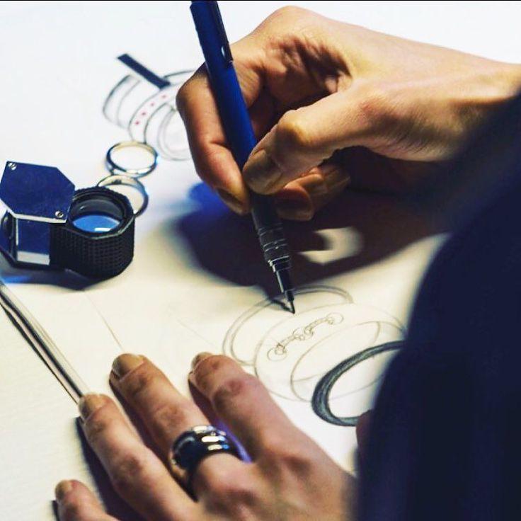 Tutto nasce da un foglio di carta e una matita .. # #passione #gioielli #disegno #amore #arte #eccellenza #italia #madeinitaly #craftsmanship #design #passion #thaisbernardesmilano #milano