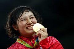 日本勢階級制覇レスリング女子フリースタイルキロ級で土性沙羅が初出場の五輪で金メダルを獲得しキロ級では登坂絵莉がキロ級では伊調馨が金メダルを獲得しましたあっぱれニッポン tags[海外]