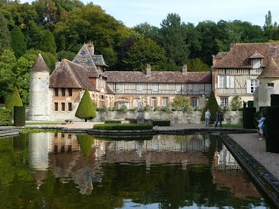 Le Manoir de Boutemont : Une merveille d'architecture Normande à visiter pendant votre séjour au Domaine du Martinaa ...  Bises du Martinaa  ... Kiss From Martinaa...  Valérie  ... www.martinaa.fr ... 02 31 32 24 80