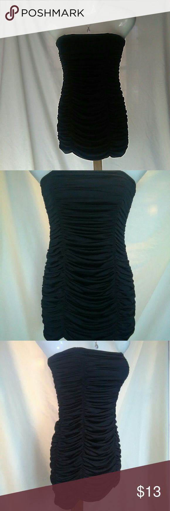 Super cute body hugging dress by twenty-one Super cute strapless black club dress by twenty-one size M made of 96% polyester 4 % Spandex in perfect used condition worn once twenty-one Dresses Mini