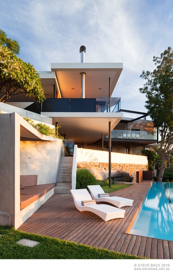 The Beautiful River House In Australia by MCK Architects