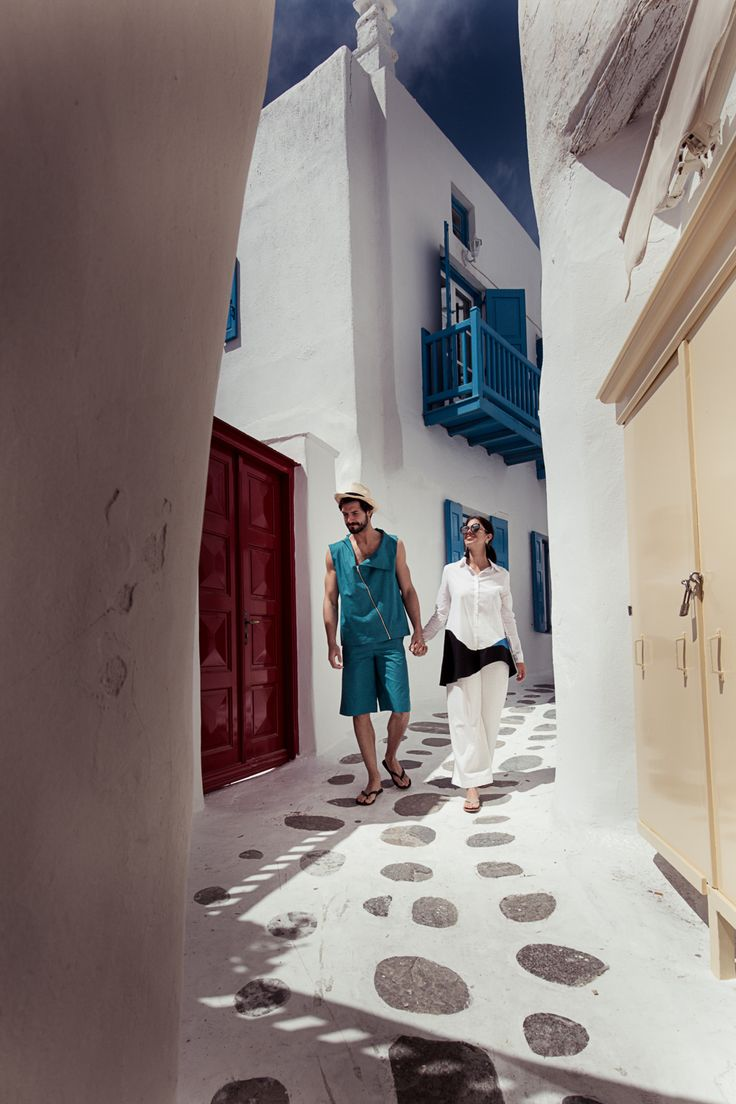 Welcome to Greece's most famous cosmopolitan island, a whitewashed paradise in the heart of the Cyclades. Welcome to Kensho boutique Hotel & Suites. Set out on a journey to discover a fascinating island where glamour meets simplicity.