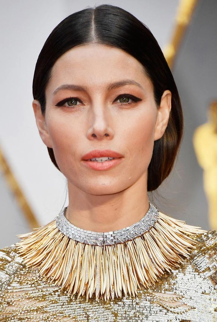 Jessica Biel wears the Whispers of the Rain Forest Necklace by Tiffany & Co to the 2017 Oscars