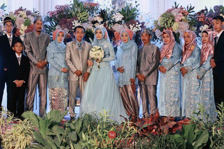 Tia & Tony Wedding oleh LAKSMI - Kebaya Muslimah & Islamic Wedding Service • Gaun pengiring pengantin | Bridal | Bridestory di Indonesia | Bridestory