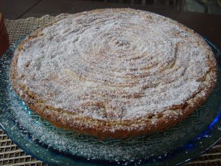 pasta frolla alla nocciola: (io ho usato la mia ricetta) 420 gr di farina; 80 gr di nocciole tritate; 250 gr di burro; 200 gr di zucchero; 2 uova; scorza grattugiata di un limone; mezza bustina di lievit