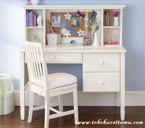 Meja Belajar 3 Laci Minimalis Putih MJB-004 ini memiliki desain minimalis modern dengan finishing cat duco putih yang aman bagi anak
