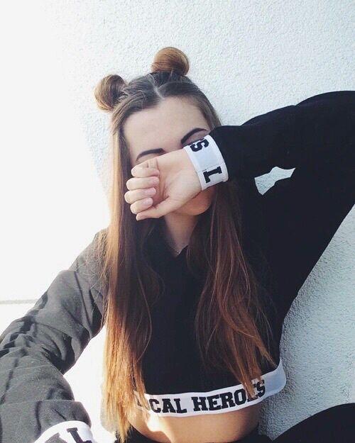 A la morena realmente le encanta posar y tomar selfies