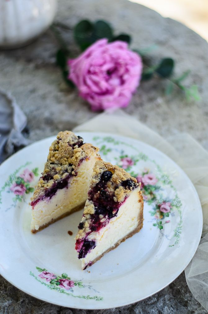 Berry streusel cheesecake