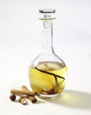 Das Rezept für Selbstgemachtes Haselnuss-Öl mit Vanille, Honig und Zimt und weitere kostenlose Rezepte auf LECKER.de