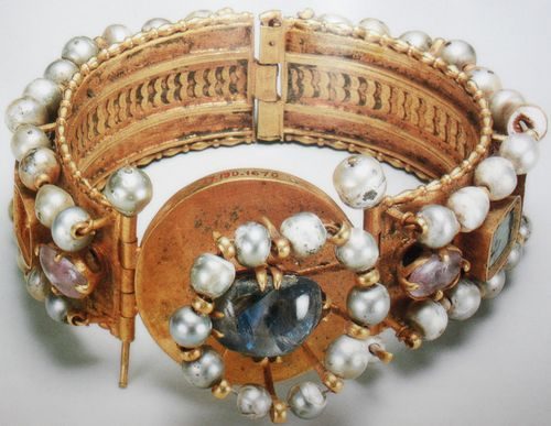 Africa | Early seventh century bracelet with pearls, sapphires and chalcedony excavated in Upper Egypt. || Represent the standard of luxury common among the elite in Egypt during the period of Byzantine rule and the close connections between the wealthy province and the capital in Constantinople.