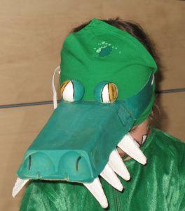 Krokodilmaske aus Eierkarton / Crocodile mask made from egg carton / Upcycling