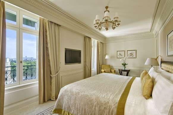 Shangri La Hotel Paris Paris Junior Suite 1 King Bed Guest Room Luxury Hotels Interior Luxury Hotels Paris Hotel Interior Design