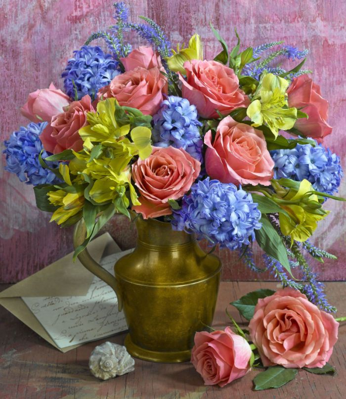 Marianna Lokshina - Bouquet In Brass Jug_LMN29520-1