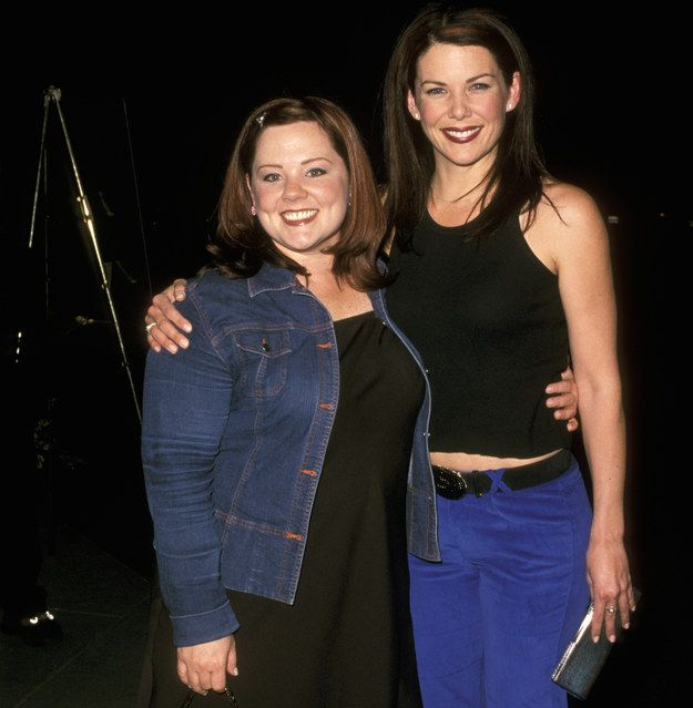 """When Melissa McCarthy and Lauren Graham struck an IRL BFF pose, and for a minute, Sookie and Lorelai were real. 