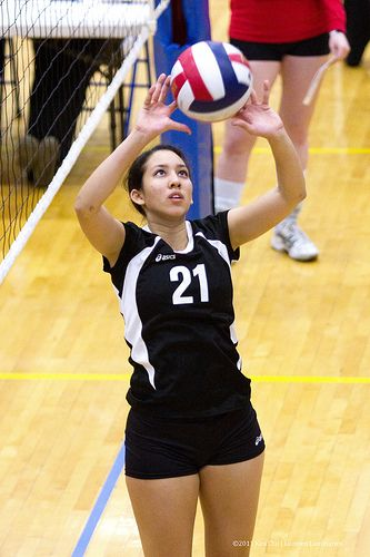 Learn volleyball setting tips on Inspiring Female Volleyball players