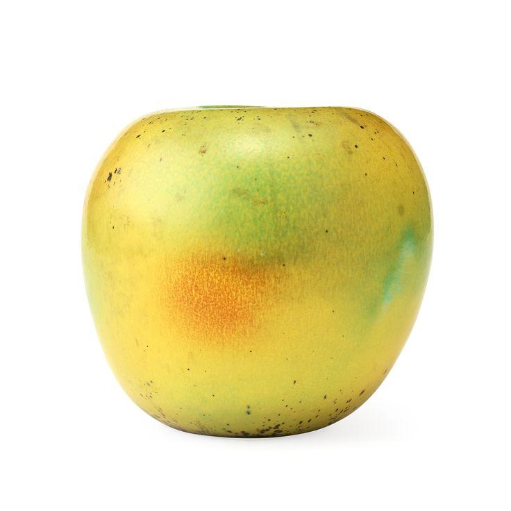 HANS HEDBERG: Äpple av fajans, Biot, Frankrike. Spräcklig glasyr i grönt, gult och orange, signerat HHg, height 19 cm.