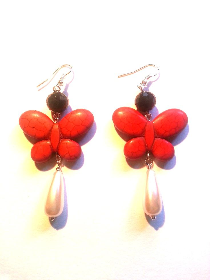 Handmade earrings made of red turquoise butterfly, white resin pearls & black glass stones - Orecchini farfalla turchese rosso, perla bianca, vetro nero - http://www.alittlemarket.it/orecchini/it_orecchini_farfalla_rossa_turchese_perla_bianca_vetro_nero_-9152659.html