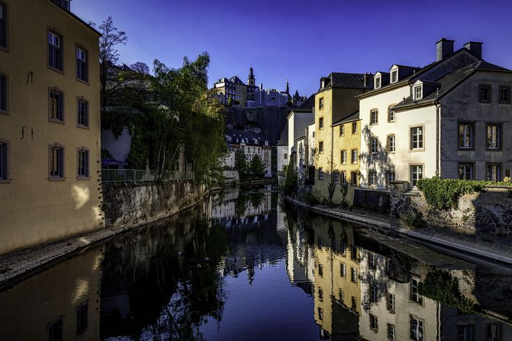 https://flic.kr/p/T9Uedg | Sunshine Crawlers | Playlist Song : Sunshine Crawlers - Haunted Mansions www.youtube.com/watch?v=4ZKRXR3rZ9Y Done at ISO 100 24mm F22 1/8sec in Barrio Grund, Luxembourg City, Luxembourg