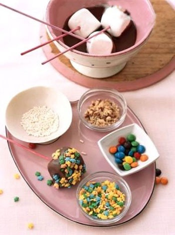 marshmallow fondue...cute for a s'more's party!
