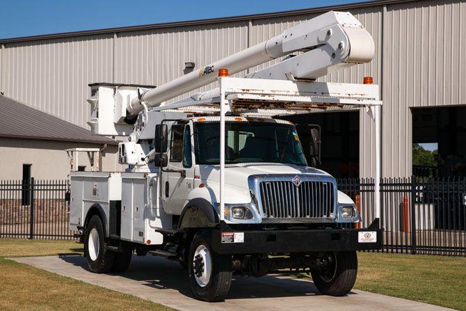 Used Bucket Truck for Sale | Altec AA755L-P - 2004 International 7400 | Utility Fleet Sales - Stock# 13138