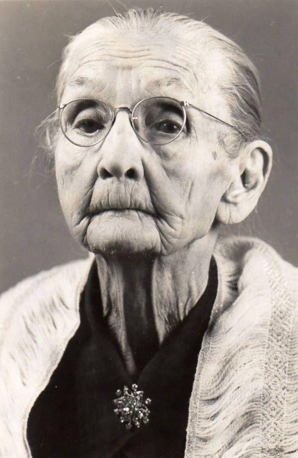 Alte Frau, Frau, Falten, Alter, Lebenslinien, Zeitsprünge, kraftvolles Gesicht