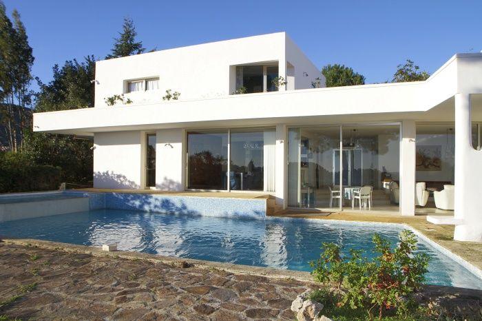 Villa de belle architecture face à la mer à Cavalaire dans le Var présentée par l'Agence du Regard