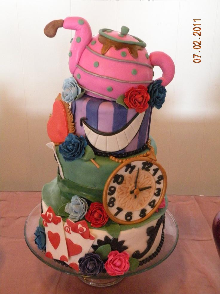 Alice in Wonderland Cake -amazing!
