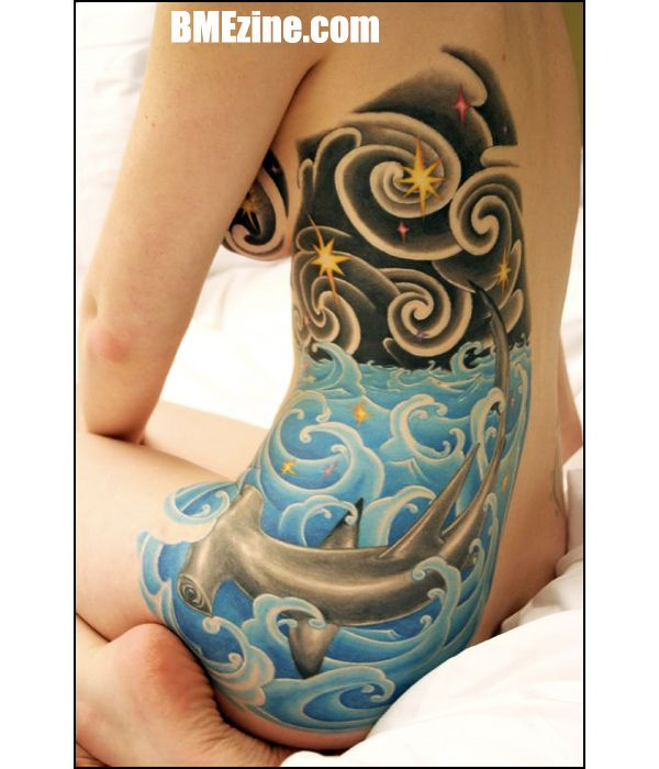 I loveeeee the waves and the night sky in this tattoo !!!!!