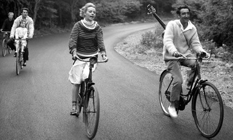 Jeanne Moreau and the two guys on their bicycles in the sun in France in Truffaut's Jules et Jim (1962)