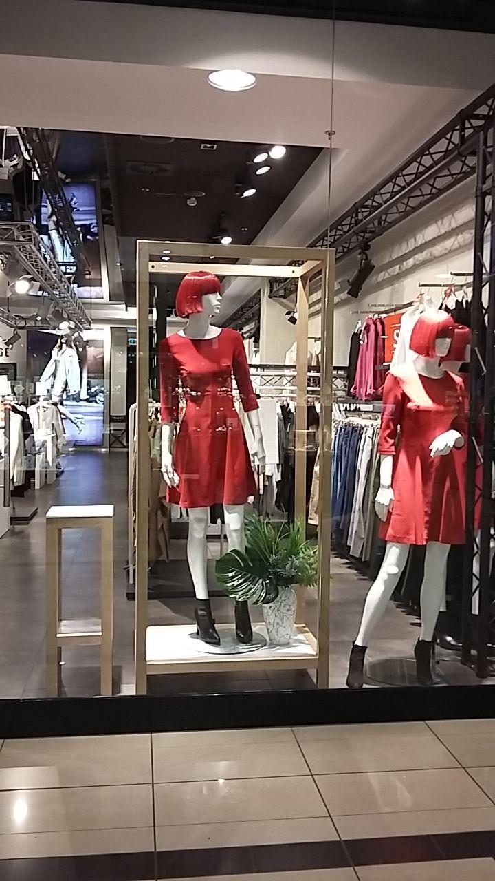 Eco design in show-windows FEMЕstage, spring 2017. Wood decor, wood retail store equipment. Tropic.  Design by VITRINISTA. www.vitrinista.com.ua insta: @im_vitrinista