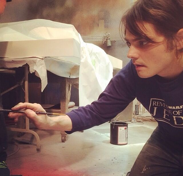 Reasons why i like this picture 1) Gerard Way painting 2) awesome Star Wars shirt