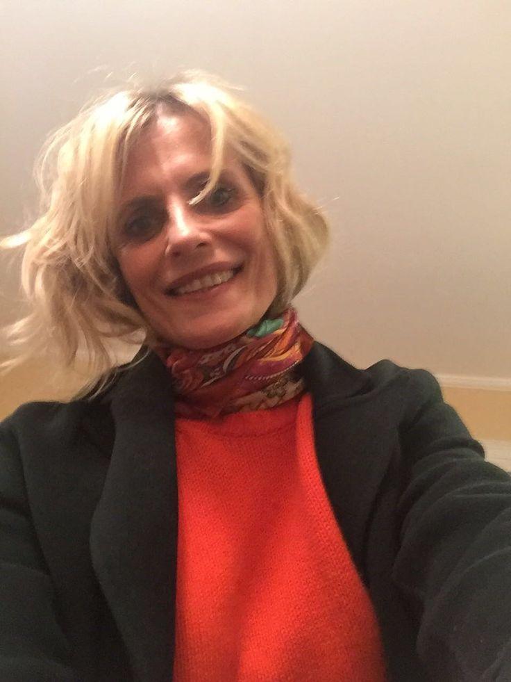 Isabella Ferrari wears cashmere crew neck | sappho color