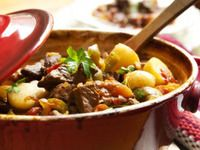 """Irish Mulligan Stew Recipe - 123recipes.com                                 Growing up we made an """"economical"""" version of this.  Lean ground beef (browned) - no broth or beer - just Tomato Soup & whatever vegies & spices you would like to use.  Delicious!  Great slow cooker stew."""
