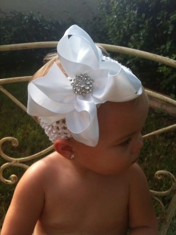 Oh my...how adorable! Use a simple piece of ribbon and a rhinestone buckle or brooch. #bling #baby