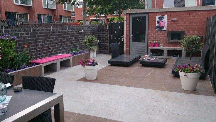 Kleine strakke lounge tuin #tuinverlichting #inlite #kleinetuin #onderhoudsvrij #modernetuin