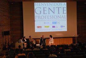 """Moderando la mesa redonda """"Gente profesional"""" para la Fundación Secretariado Gitano, con Jordi Sevilla, José Antonio Carazo, Germán Granda y Juan Reyes."""