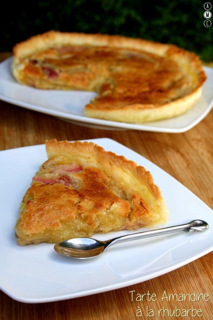Cette semaine je suis en stage en pâtisserie alors je n'ai pas trop le temps de cuisiner (ni le courage lol) mais j'ai quand même pris le temps de vous concocter une tarte à mon nom ^_^ avec la rhubarbe du jardin ;) Ingrédients: 1 pâte feuilletée 4 tiges...