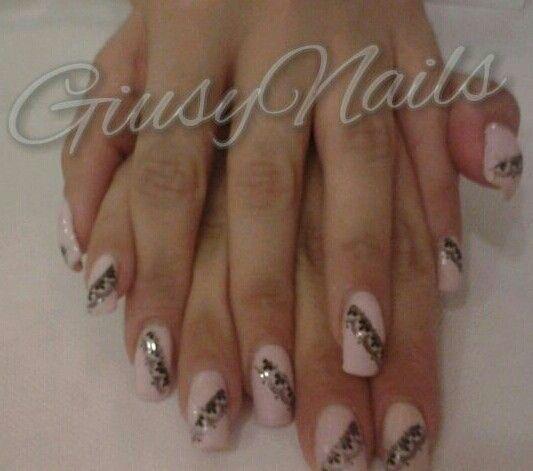 Lace nail art ! Unghie romantiche: rosa con printino di pizzo !